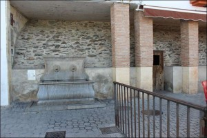 aljibe-plaza-iglesia-niguelas002